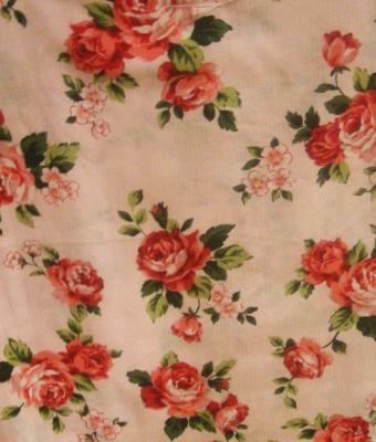 ピンク×バラは、かわいいものが大好きな女性にオススメ(1万8900円)