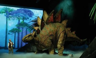 肌の質感もリアルに再現されたステゴサウルス