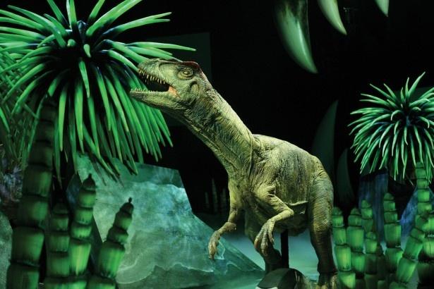 アロサウルスの食事風景