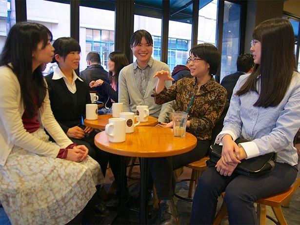 今回はギア制作スタッフ座談会。(写真右から)植田さん、堀さん、饗庭さん、瀧川さん、三木さん