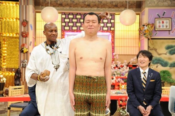 【写真】「これ、ホンマにちゃんとした祈願なんやろな!」番組で用意された安全祈願の儀式に、せいじは不安な様子