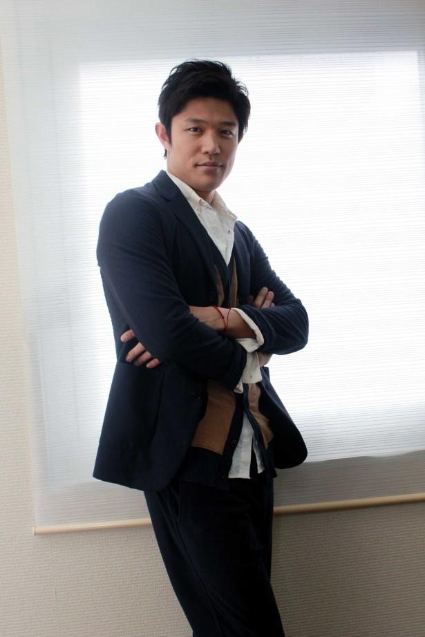 同作で単独での映画初主演となった鈴木亮平に作品への思いを直撃!