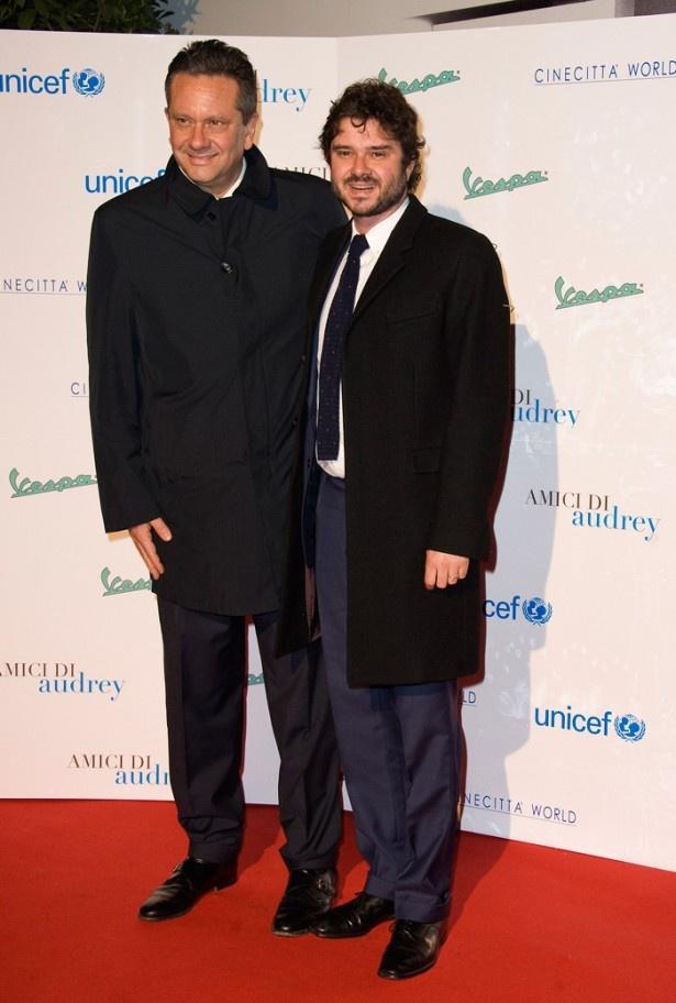 【写真を見る】オードリー・ヘプバーンの息子ショーン・ファーラーとルカ・ドッティ(右)