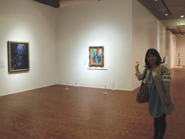 会場に入るとすぐ、マティスの油彩「鏡の前の青いドレス」が