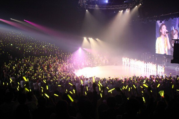 ファンからメンバーへ黄色のサイリウムのサプライズ