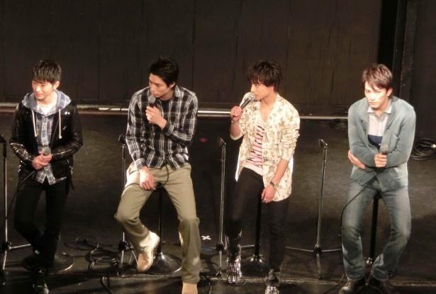 佐野は「この4人でLINEをやっているんですが、更新していないですね(笑)」と明かした