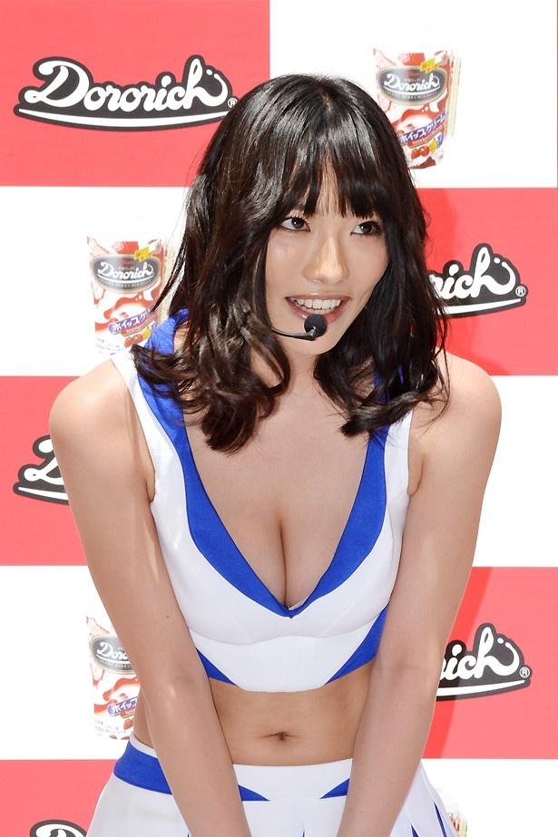 今野杏南さんをはじめ、5人の人気グラビアアイドルがチアガールの衣装で登場!