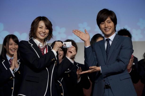 【写真】学生証を授与される米倉涼子
