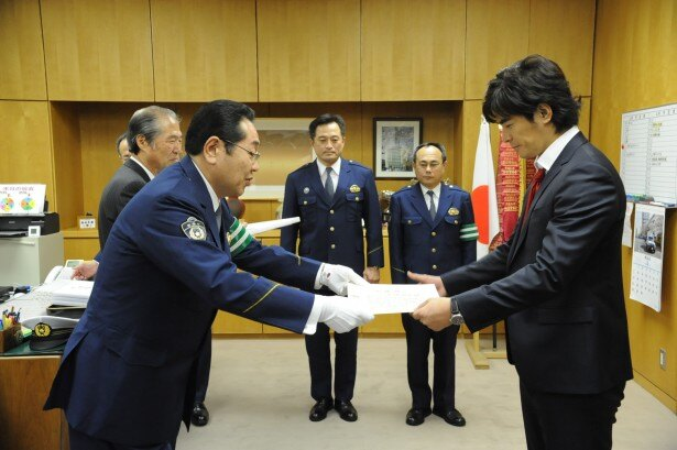 """警察からの感謝状で自称""""3冠""""達成した伊藤"""