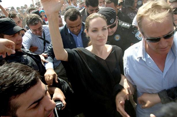 アンジーの国連大使として活動を、マドンナが暗に批判したこともあった