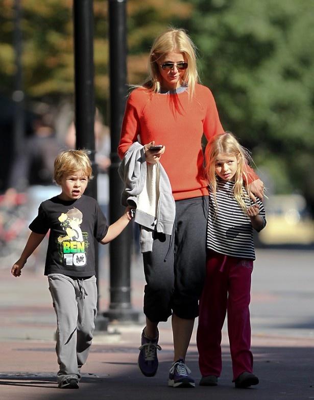 【写真を見る】40歳で2児の母親でもあるグウィネス・パルトロー