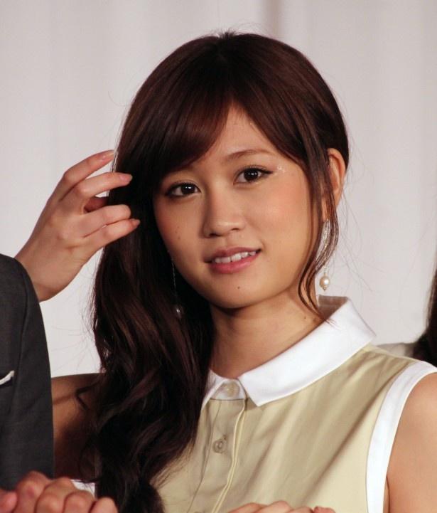 【写真】AKB48卒業を表明した秋元才加にエールを贈る前田敦子
