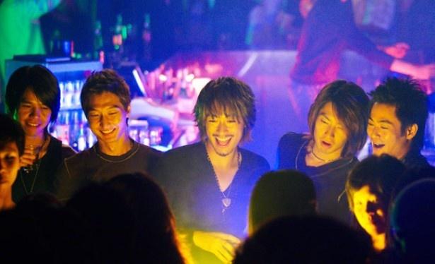 リーダーのイー(写真中央)を演じるのは日本生まれのディーン・フジオカ