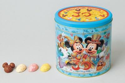 イラスト入りの缶に入った「チョコレートクランチ」(2200円)