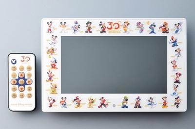 さまざまな画像や特典BGMが入った「デジタルフォトフレーム」(1万8000円)