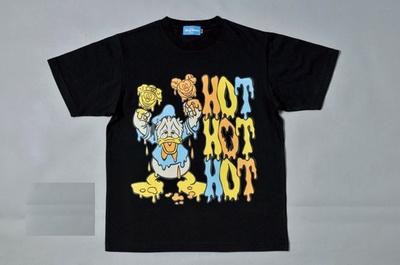 猛暑の日にこそ着たいユニークなTシャツ(2600円)もあり