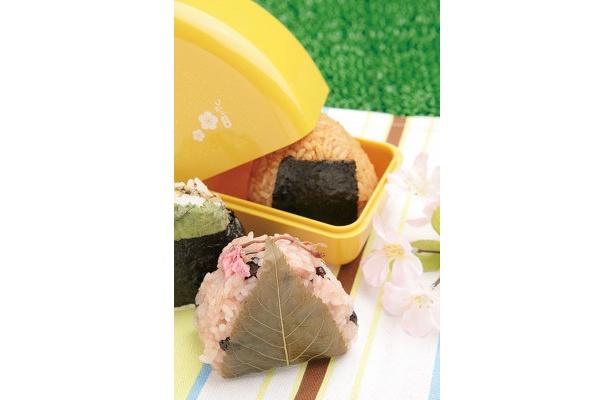 魚沼倶楽部の桜赤飯¥210ほか