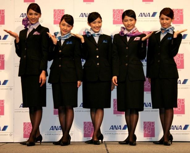 左から、AKB48の川栄李奈、秋元才加、渡辺麻友、横山由依、鈴木まりや