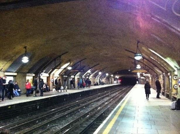 世界で最初に開通したロンドンのザ・チューブ「ベイカー・ストリート駅」