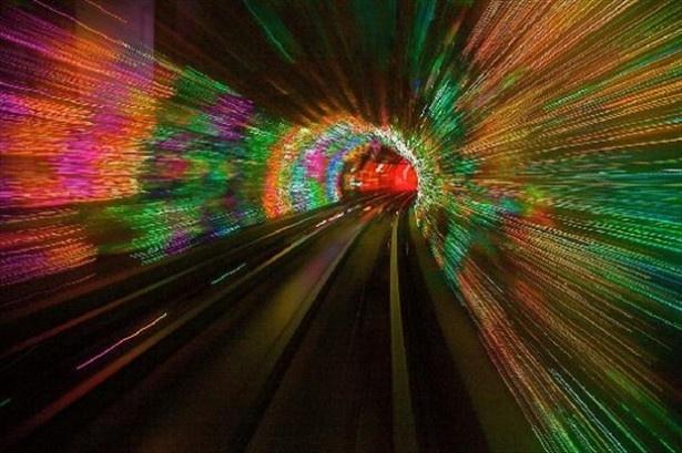 地下鉄なのに車窓が見所「上海外灘観光隧道」