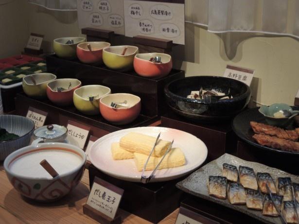 ごはんのお供にぴったりの惣菜などが並ぶ和食コーナーも人気
