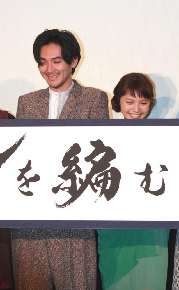 主役を務めた松田とヒロイン役の宮崎(写真左から)