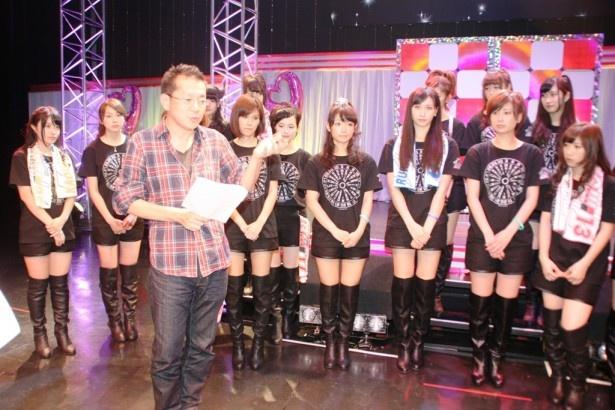 新メンバー募集についてインタビューに答える総合プロデューサーの門澤清太氏とアイドリング!!!メンバー