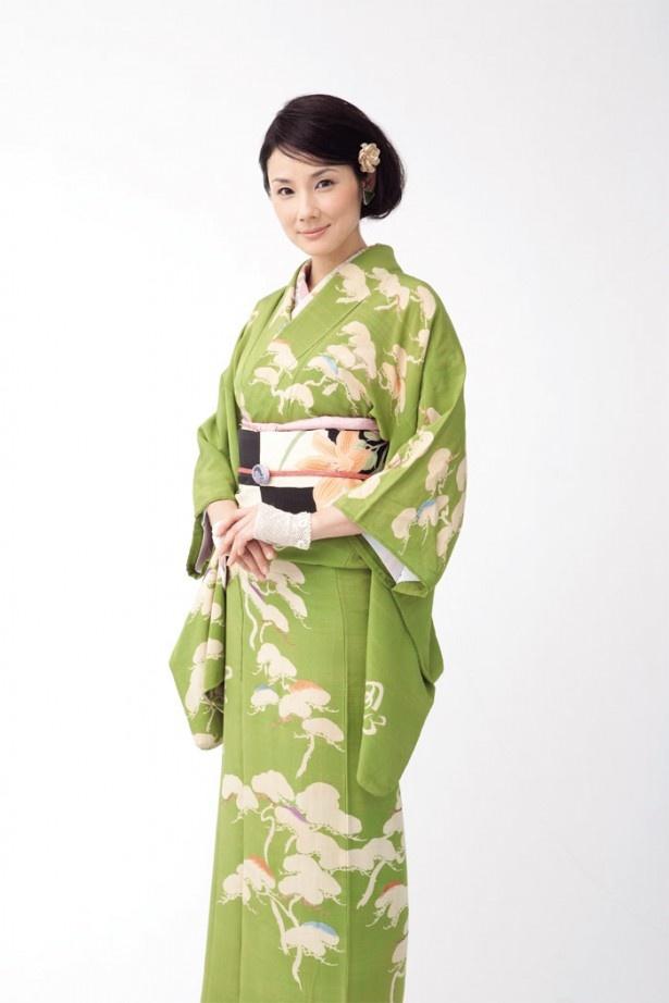 アンティーク着物がお好きだという吉田 羊(よう)さん。この日の着物&小物もすべて私物でした。現在発売中の関西ウォーカーでは洋服で登場!