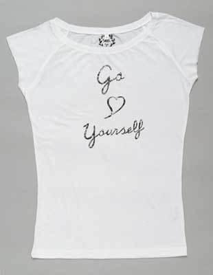 80年代テイストのラグランスリーブTシャツはSEA by nyc(7455円/コーテリーエクスプレス)