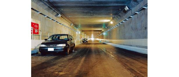 創成トンネルは、創成川を挟んで東西に2車線ずつある。西側は北向き、東側は南向きに一方通行となっている。道幅は7.5m、高さは4.7mと広々している