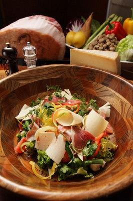 スプリングランチビュッフェでは、シェフがその場で調理する料理も楽しめる
