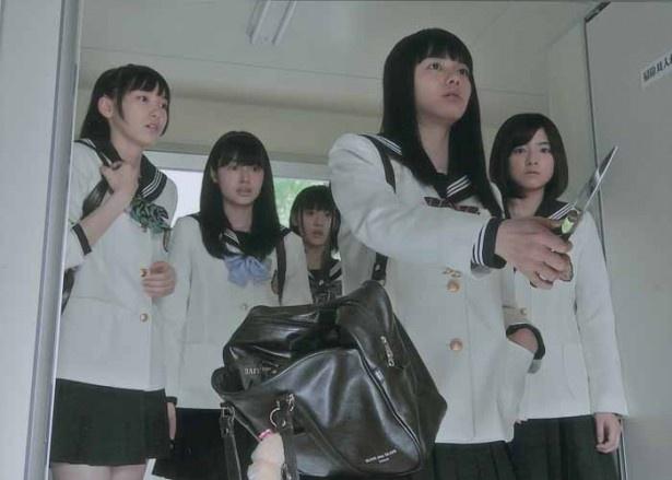 【写真】第8話で、同級生に「脱げ」とはさみで脅すりさ