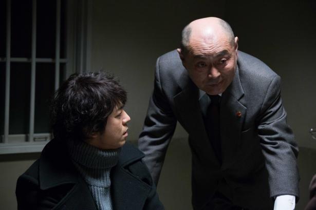 主演の上川隆也を脇から支える伊武雅刀ら名俳優の演技も魅力