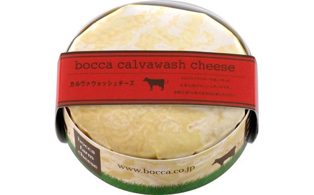 「カルヴァドス」というフランス産リンゴのブランデーにリネンス菌や酵母などを加えた「カルヴァウォッシュチーズ」