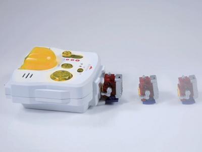 「追跡モード」でコントローラーの「充電用端子」に向かって歩かせよう!  うまくいけば、「自足歩行充電(オートチャージ)」ができるぞ!