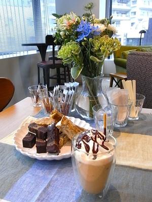 人気のキャラメルラテやカフェモカのようなアイスドリンクが手軽に楽しめる!カフェ気分を盛り上げるコツも紹介!