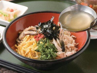 新穂花の奄美鶏飯1杯840円