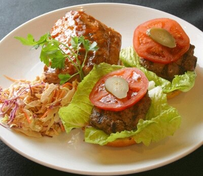 アジアンBBQ&スペアリブ&ミニバーガ。パーティ用に食べやすいサイズ