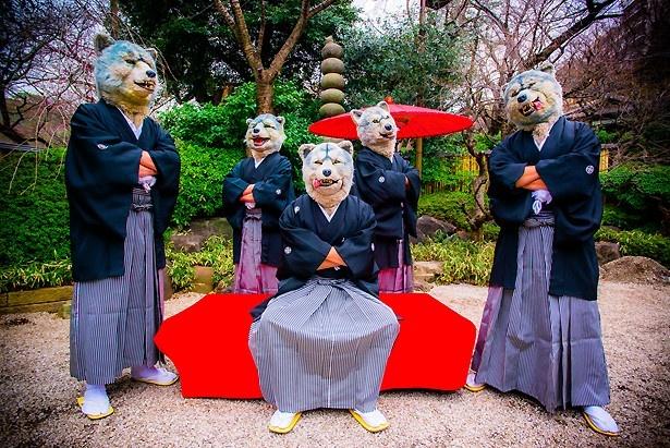 【写真を見る】頭はオオカミ、体は人間の5匹組(!?)ロックバンドMAN WITH A MISSION
