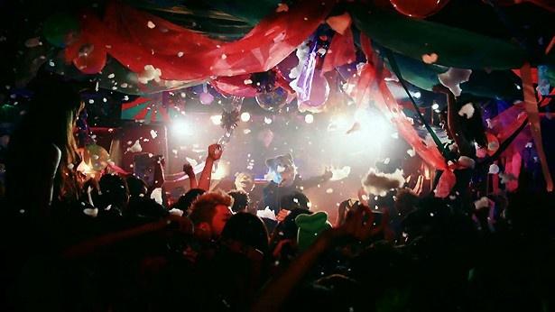 パーティー会場は大盛り上がり!
