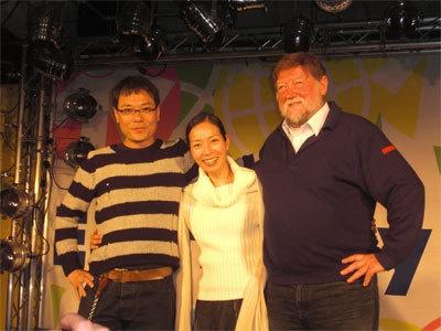 右から委員長の作家C.W.ニコルさん、半農歌手のYaeさん、クリエイターのいとうせいこうさん