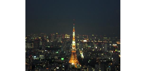 こちらは六本木ヒルズのスカイデッキから見た東京タワー