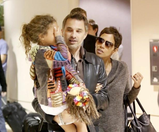婚約者のオリヴィエ・マルティネス、そして娘ナーラと
