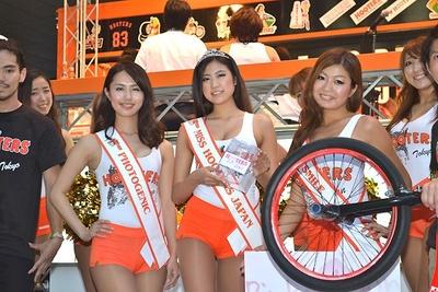 「ミスフーターズジャパンコンテスト」で各賞を受賞した3人