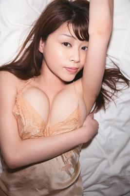 人気上昇中のグラドル・高橋亜由美さんの最新イメージDVDが発売