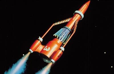 サンダーバード3号。五男トレーシーが担当。大気圏外での救助用有人ロケット。宇宙ステーションであるサンダーバード5号への物資輸送にも用いられる