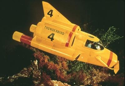 サンダーバード4号。四男ゴードンが担当。水上・水中における救助用で活躍する潜航艇。2号のコンテナポッドに格納され現地に移動する