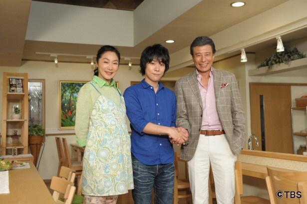 「なるようになるさ。」収録スタジオを表敬訪問した主題歌を歌う指田郁也(中央)と主演の舘 ひろし(右)、浅野温子(左)