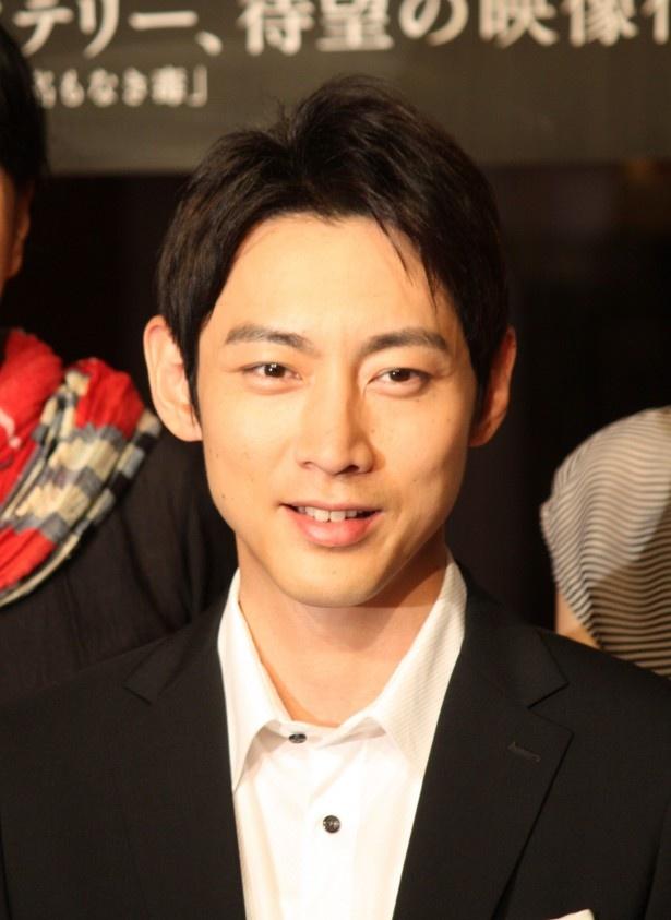 黒いスーツももちろんお似合いな小泉孝太郎