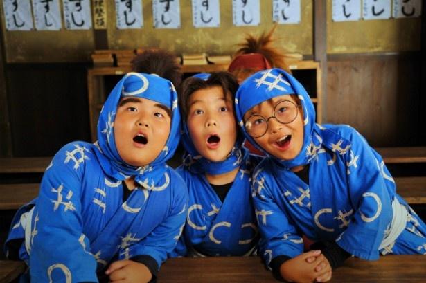 【写真を見る】加藤清史郎、林遼威扮、神月朱理扮する忍たまたちのお茶目な表情に注目!